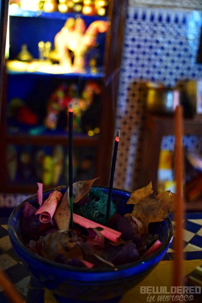 zen indian incense stick kadzidelka bollywood lounge bar chillout ambience buddha bar hotel sheherezada sherazade hostel 1001 nigth fairytale story alibaba aladdin yasmine famous kids story arabic islamic heritage tv show shabbab morocco maroc marrakesh medina jama en fna riad tourist bitches