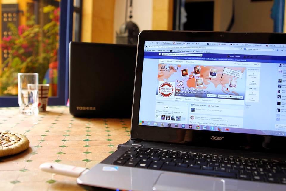 laptop acer woman sense tour around the world sarak zouak facebook logo