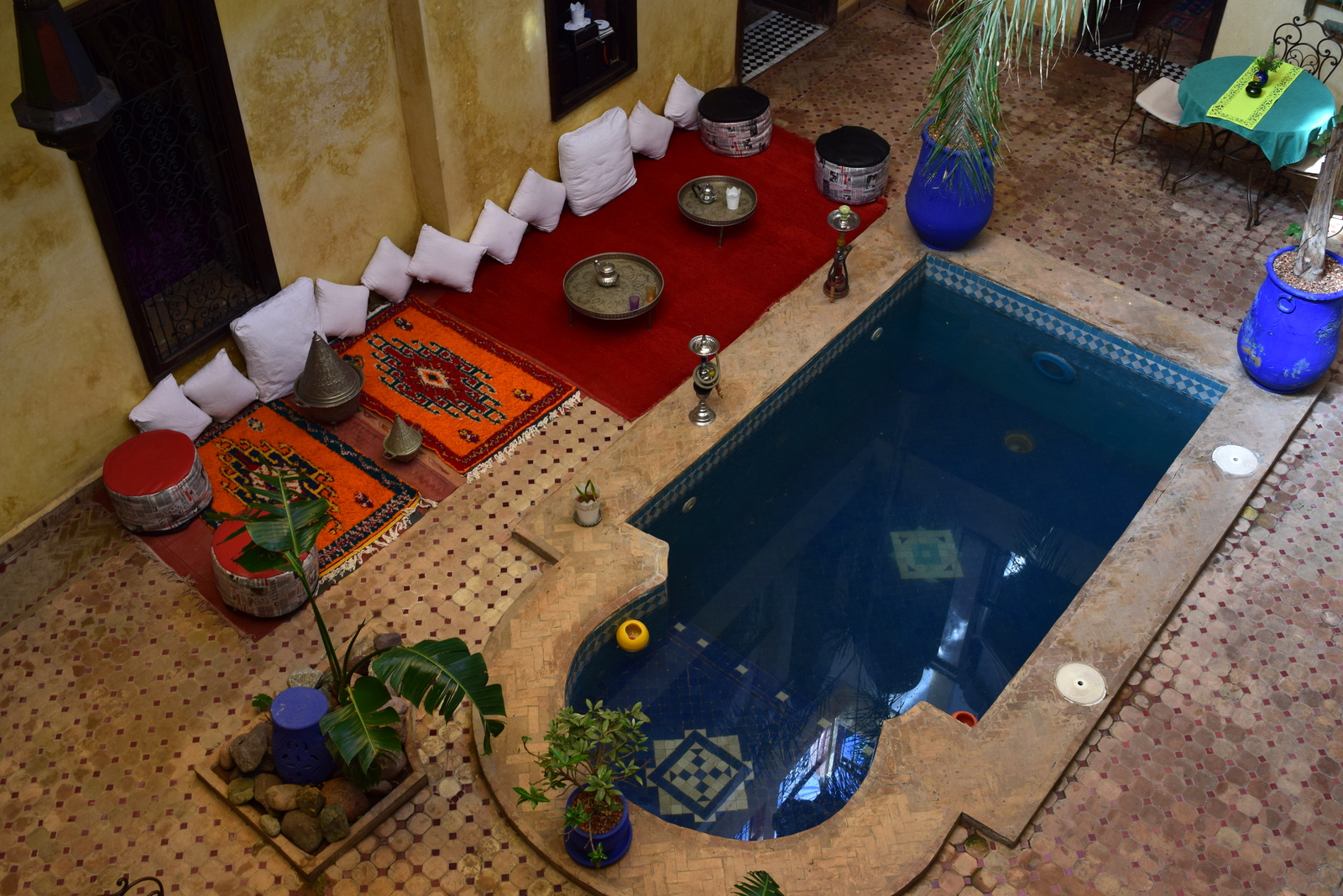 What is a riad traditional moroccan houses with beautiful for Architecture marocaine