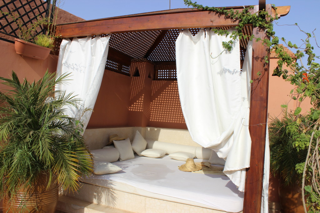 moroccan architecture design maroc houses home maison d'hote guesthouse sahara marokanski dom riad dar caliph's house rooftop cafe patio loggia vouge ikea swedish