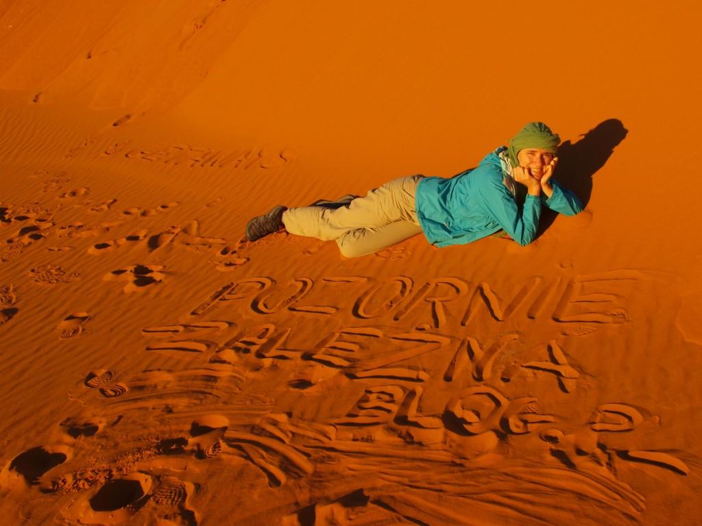 sahara desert blonde 4x4 trek girl
