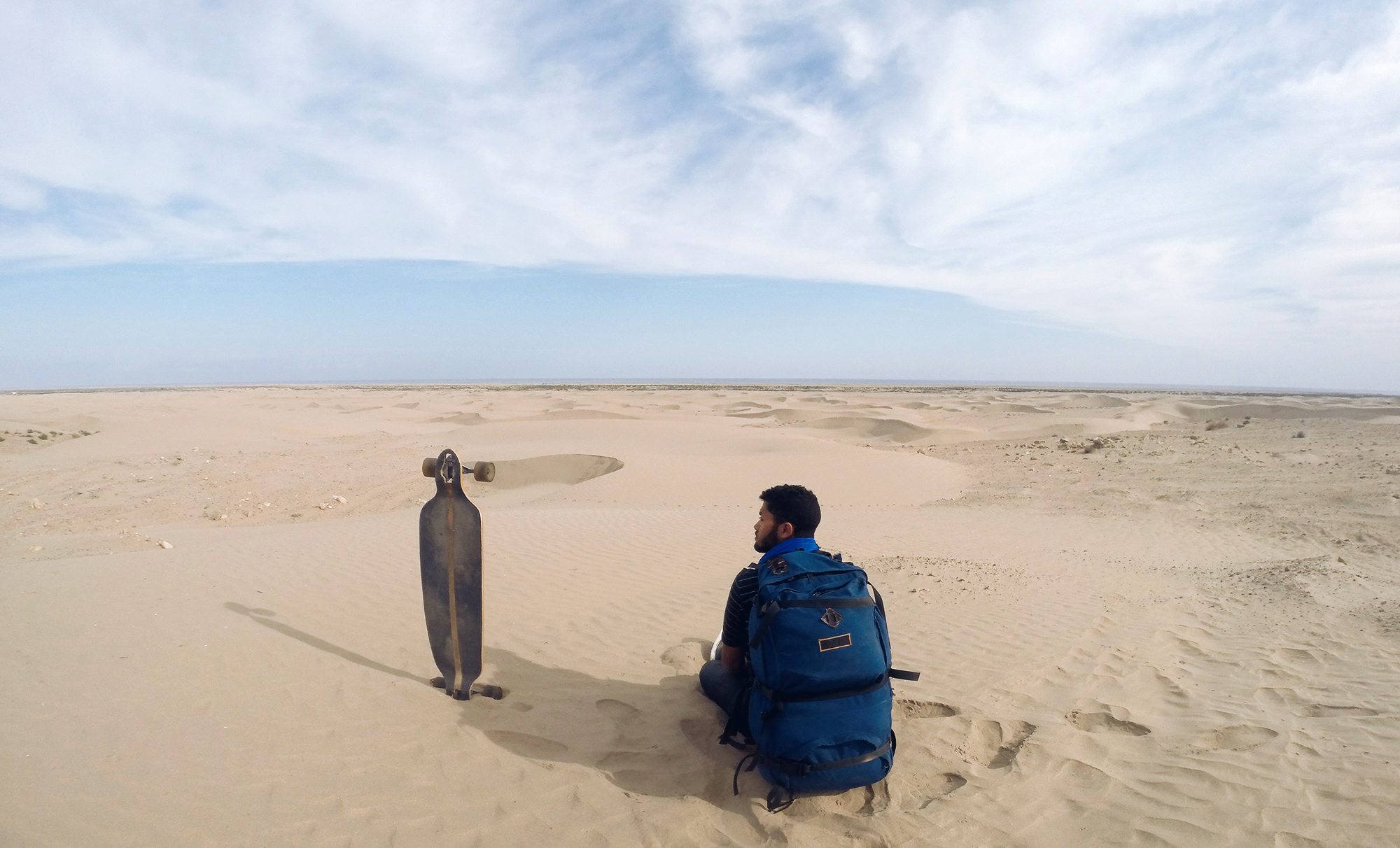 Tarik Raiss Near Laayoun sound of living solo trip 3200 km morocco longboard