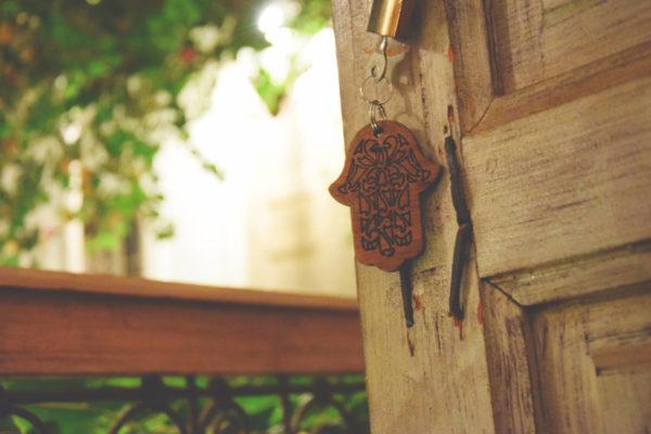 The key to our wonderful room riad klucz hotel marakesz khamsa hamsa hamisa khmissa fatima fatimy ręka hand breloczek keyring rękodzieło